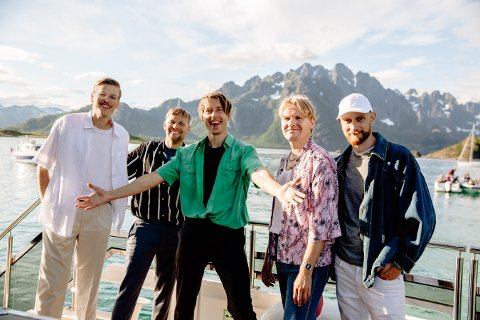 Lofotbandet Lyse Netter har gitt ut ny låt.