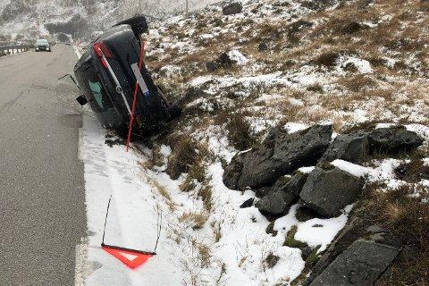 En mann i 20-åra fikk førerkortet beslaglagt og mistenkes for ruskjøring etter at han kjørte av veien ved Fjøsdalen tunnel i Flakstad fredag.
