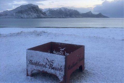 Patentslipen AS på Ballstad har levert bålpanner til Hauklandstranda.