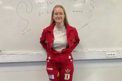 Aksjonssjef Dina Hanssen (18) er lei for at russedåpen natt til 1. mai nå må utsettes. Hun sier samtidig at det var slik det måtte bli, gitt smittesituasjonen ved Vest-Lofoten videregående skole.