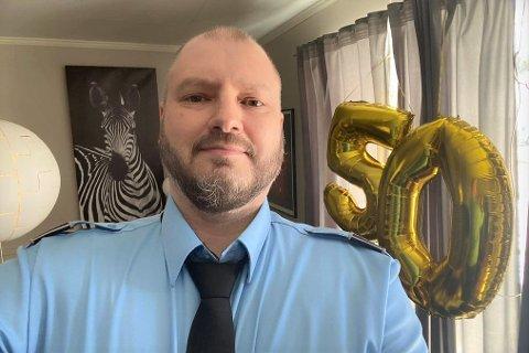 Taxi-Frank (50) fikk beskjed på 50-årsdagen om at bedriften hans har fått anbudet på pasientransporten i Flakstad og Moskenes for de kommende tre årene. – En gave, sier jubilanten.