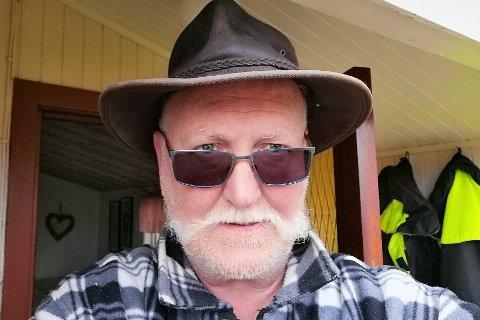 Jan Karlsen (65) fra Skulbru er godt fornøyd med Vestvågøy kommunes organisering av koronavaksineringen.