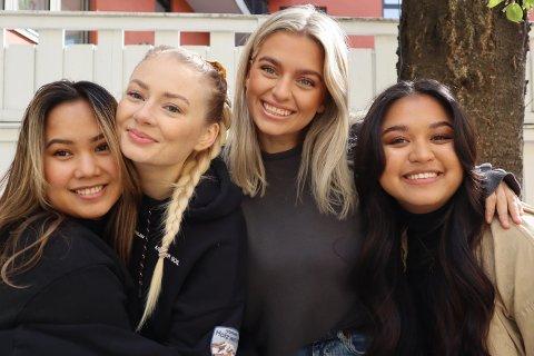 YOUTUBERE: Victoria Tronvoll (f.v.), Madelen Muren, Anniken Aarvik (alle 22) og Ern Onpan (20) har startet YouTube-kanalen «Our twenties».