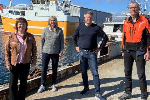 F.v. Stortingsrepresentant fra Nordland Siv Mossleth (Sp), varaordfører i Vestvågøy Anne Sand (Sp), daglig leder på Ballstad slip Roger Abrahamsen og Einar Solvang fra Vestvågøy Sp.
