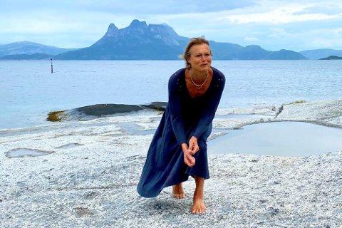 Juni Dahr gjester Lofoten i juni. Bildet er tatt tidligere på turneen.