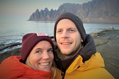 Rikke Martine Reppe (22) og Mats Ola Martinsen (32) pusser opp hus i Steinfjorden, og venter sitt første barn i oktober.