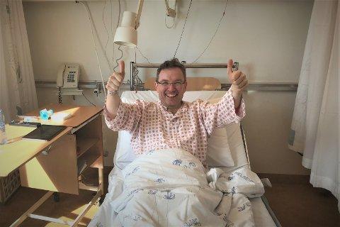 Direktør Geir Are Johansen i Museum Nord lå nyoperert på Rikshospitalet da nyheten kom om statsstøtte til SKREI. – Bildet taler vel for seg. Jeg ble djevelsk glad, sier Johansen.