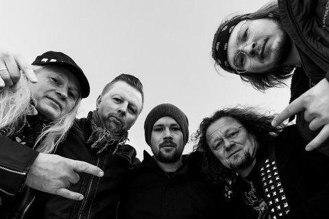 BORDER X: F.v. Anders Pettersen (bass), Rune Barosen (vokal), Karl-Erik Jentoft (gitar), Leif Tore Sjøhaug (gitar) og Mathias Skjerpen (slagverk).