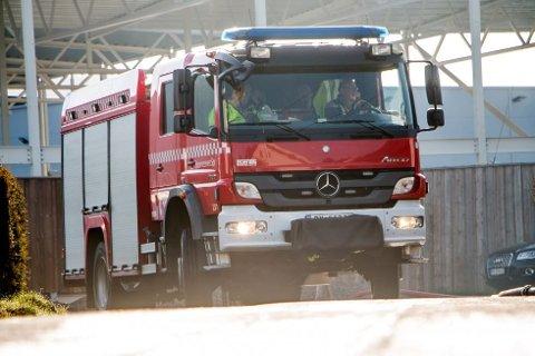 ETTERSLUKKING: Brannvesenet kunne nøye seg med etterslukking på Kvavik.