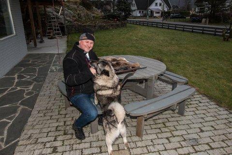 JAKTKOMPISER: Hunden heter Kompis og Roger Abusland tar med jaktkompisen på turer.