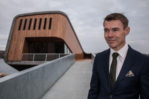 GRUNN TIL Å SMILE: Stig Ubostad har grunn til å smile. Det amerikanske finanstidsskriftet Forbes Magazine hare kåret Under til en av verdens ti kuleste restauranter.