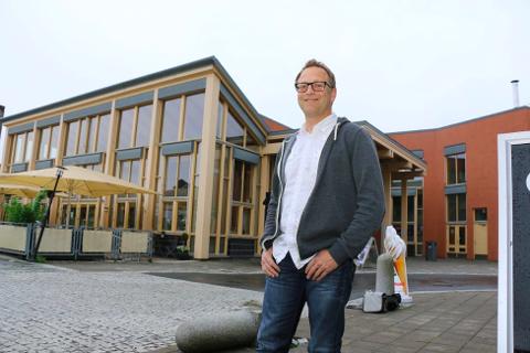 KOMMUNALT FORETAK: Det kommunale foretaket Lyngdal kulturhus avvikles, og Jan Seland blir etatssjef i kommunen. Kulturhuset fortsetter uansett som før.