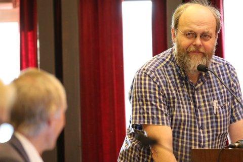 SPØR: Ådne Fardal Klev spør om parkeringsplasser for funksjonhemmede.