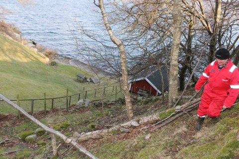 PÅ HJEMMEBANE: Svein Olav Fredriksen på hjemmebane på Revøy. I høst hadde han fire innbrudd på tre netter. Han er kritisk til politiets innsats.