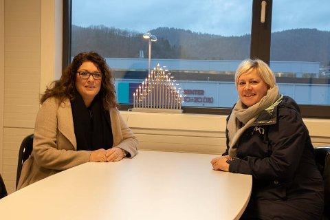 ENIGE: Mary Ann Skårdal (H) (til venstre) og Bente Naglestad (KrF) i utvalget for barn og oppvekst er enige om at foreldrene har fått si sin mening om barnehageuka i Audnedal.