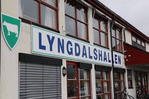MASSEVAKSINERING: I oktober ble det gjennomført massevaksinering i Lyngdals Hallen. En god del av kommunens lager ble brukt i denne øvelsen, men det skal være nok igjen til risikogrupper.