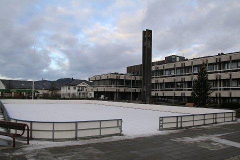 BARN: Til helgen kan skøytebanen i sentrum bli tatt i bruk av små og store.