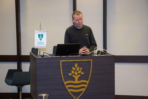 BEKYMRET: Kommunedirektør Kjell Olav Hæåk la ikke skjul pa at han var bekymret for kommuneøkonomien i Lyngdal da han orienterte politikerne om budsjettarbeidet.