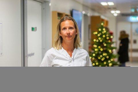 ADVARER: Hanne Berg Gilbo, avdelingssjef ved Øyeavdelingen ved Sørlandet sykehus håper korona-avstand kan skape en roligere nyttårsfeiring og dermed færre øyeskader i år.