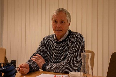 NY BOK: Norman Udland, tidligere rådmann for Lyngdal kommune er redaktør for den nye boken som kommer om kommunesammenslåingen.