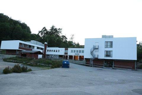 VARMT VANN: Oppstarten etter koronastengningen har gitt Å skole varmt og kaldt vann i alle rom.