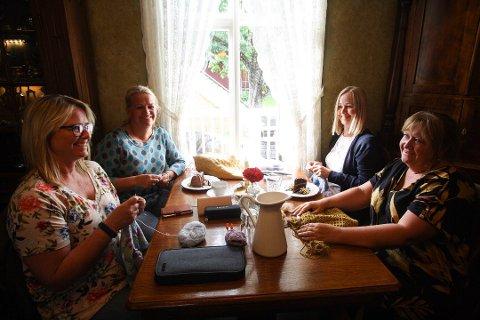 STRIKKECAFE: Strikkecafe og quiz på Paulsens Hotell har måttet avlyses siden mars på grunn av smittevernhensyn.