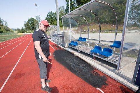 OPTIMIST: Roger Abusland, daglig leder i Lyngdal IL, er optimist og tror løpebanen kan være reparert til ferien.