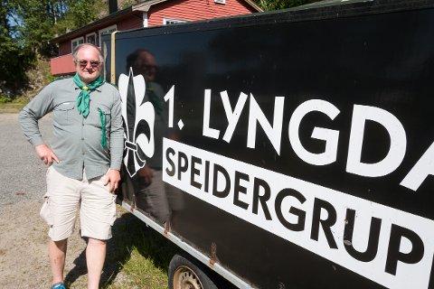 GODE MINNER: Helge Alvin Rosfjord har mange gode minner fra mange år som speider i Lyngdal. Nå skriver han bok om speidingens historie i byen.