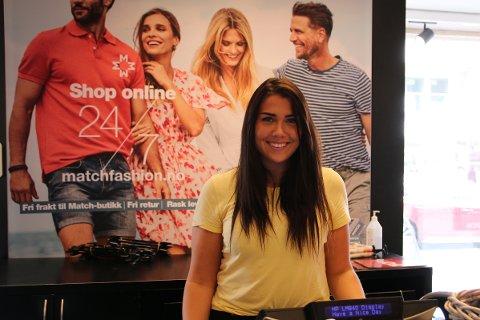 MATCH: Nina Ruzic ved Match-butikken i Alleen syntes det er gøy at det er mange kunder innom butikken.