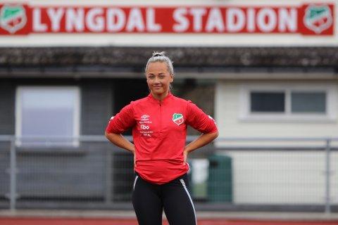 EGENTRENING: For Elin Serine Vik Johannessen har det blitt mye trening alene sammen med far, Jens Arild Johannessen, uten å se andre på banen de siste månedene.