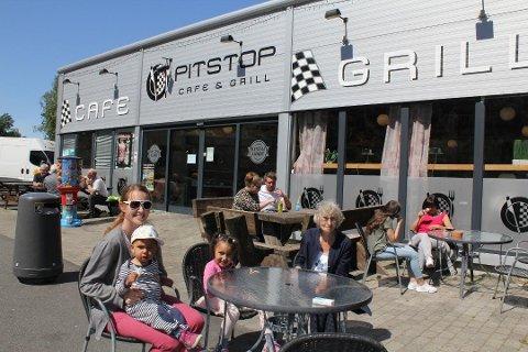 POPULÆRT STED: Pitstop er et populært sted for en rast både for turister og yrkessjåfører. Mange av sjåførene etterlyser dusjmulighet og nå er spørsmålet brakt videre til Statens vegvesen.