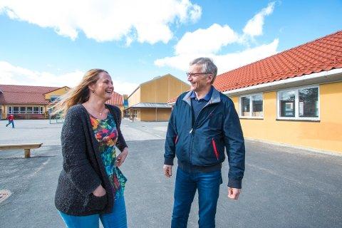 TRYGT: Virksomhetslederne Ingrid Alden og Trygve Litland understreker at det er trygt for elevene å starte på skolen igjen.