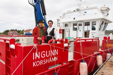FEST: Åge Igland har all grunn til å trekke i finstasen. Siden 2014 har Sørvest Laks AS levert neste 100 millioner kroner i overskudd. I 2019 tjente bedriften 27 millioner. Bildet er tatt ved dåpen av arbeidsbåten «Ingunn» i 2015. Ingunn Foss var gudmor.