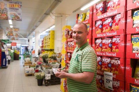 STOR ØKNING: Butikksjef Øyvind Berntsen i Kiwi i Agnefestveien melder om en betydelig omsetningsvekst i perioden butikken holdt søndagsåpent i 2020. Nå vil kommunen at alle butikker i Lyngdal skal få den muligheten.
