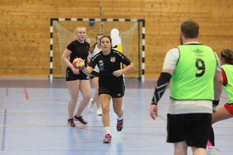 ANGREP: Ane Tesaker Belland trener angrep.