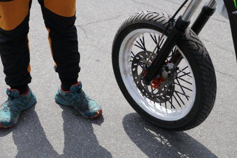 KONSEKVENSER: Trimming av mopeder er vanlig blant mange ungdommer i Lyngdal. Før helga fikk fire mopedister forenklede forelegg for trimming.