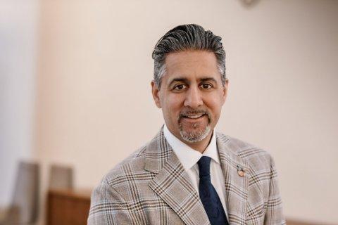ROS: Kultur- og likestillingsminister Abid Q. Raja roser Lyngdal, Kvinesdal og Farsund.