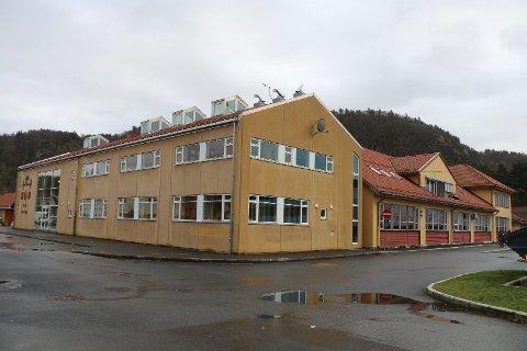 RØDT: Det er innført rødt nivå ved Berge barneskole, med strenge smitteverntiltak etter at 10 elever og to lærere har fått påvist koronasmitte,