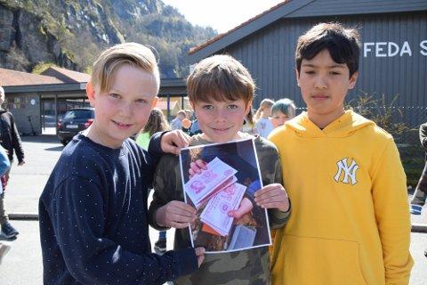 FANT PENGENE: Trioen Herman Olander Mejlænder, Julian Skranefjell Berg og Jan Hendrik Solhaug fant pengene på heia over Feda.