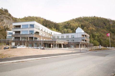 FULLVAKSINERT: En fullvaksiner beboer ved Helsehuset i Lyngdal har fått påvist koronasmitte.
