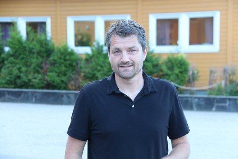 TRINN FIRE: Varaordfører Jon-Are Åmland sier at at det nå ser greit ut, men innrømmer at han er alltid litt bekymret over koronautviklingen, spesielt når det nå er mange tilreisende i byen.