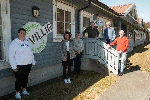 PLANLEGGING: Fra et planlegginghsmøte på Konsmo.  Fra venstre Torhild Thomassen (Lyngdal livsglede for eldre), Jorunn Bakke Flottorp (Audnedal frivilligsentral), Brit Haaland (Grindheim bygdekvinnelag), Roy Erik Jåbæk (Lyngdal pensjonistforening), Kjell Kåveland (Audnedal pensjonistforening) og Jørg Magne Handeland (Lyngdal eldreråd).