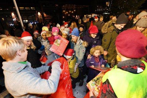 Julegateåpning i Lillehammer har alltid vært populært. I år må man ta smittevernhensyn med i planleggingen av julehandelen.