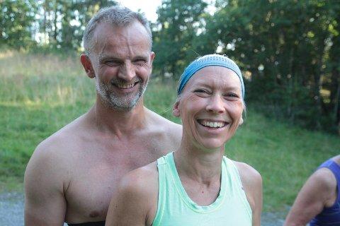 Ku-kohort, Børre og Hanne Monica Storhagen følger korona-reglene. Som bønder som satser på ku, må dette være en passe betegnelse. Begge gjennomførte Flømyrløpet.