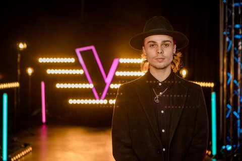 Natan Dagurs sangstemme fikk alle de fire dommerne i The Voice til å snu seg. Nå er han klar for neste steg i konkurransen.
