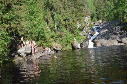 I følge rådgiver i Miljørettet helsevern, Halgeir Rogstad, er badevannet i Lillehammer trygt å bade i.