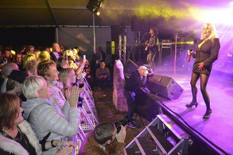 Touch me: Samantha Fox spiller fortsatt på det sensuelle og gjorde stor suksess under Råde Parkfestival lørdag kveld. Alle foto: Jon Gran og Torgeir Snilsberg