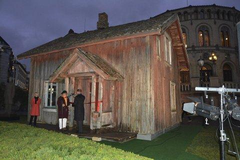 ÅPENT FOR PUBLIKUM: På dagtid kan publikum gå inn i huset, som står foran Stortinget frem til januar.
