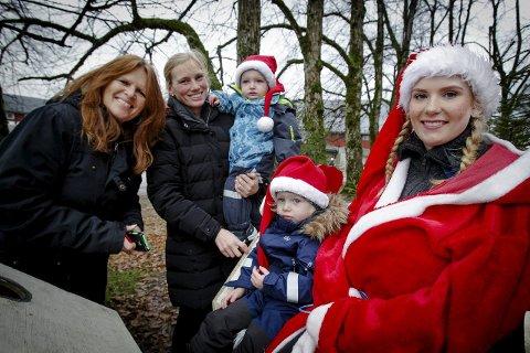 Julestemning: Jakob og Aksel traff julenissen (Torill Skokli) da de besøkte Tomb sammen med mamma Susann og bestemor Bodil Jensegg. Alle foto: terje holm