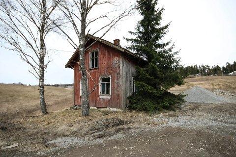 PLUKKES NED: Dette huset i Høbøl skal demonteres og flyttes.